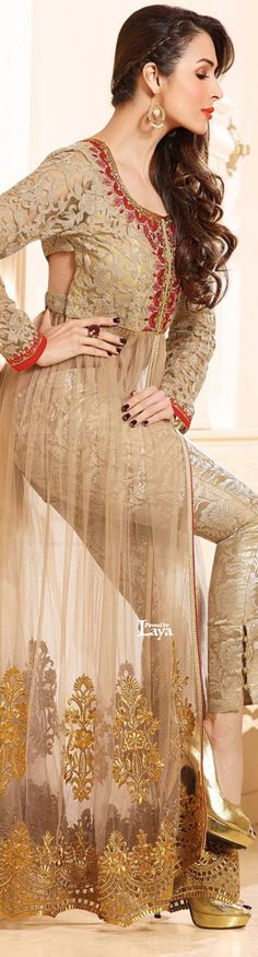 I like the bottom of that dress! Pakistani Couture, Indian Couture, Pakistani Outfits, Indian Outfits, Indian Clothes, Eid Dresses, Indian Dresses, Indian Attire, Indian Wear
