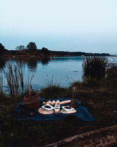 """Polubienia: 51, komentarze: 2 – U L A🦄 (@zozulla) na Instagramie: """"Kolacje wakacje🍍 #sunset #river #super #supper #frineds #love #picnic #bestoftheday #blue #food…"""""""
