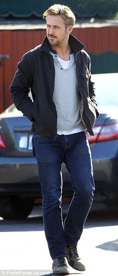 A casual, weekender look for fall from Ryan Gosling.