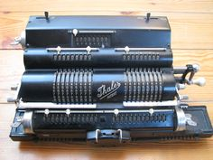 Cris' site on antique mechanical four-species calculators Mechanical Calculator, Trigonometric Functions, Days Of Future Past, Vintage Typewriters, I Am Awesome, History, Antiques, Accounting, Cameras