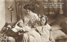 Princesse Sophie de Schönburg-Waldenburg (1885-1936) mariée en 1906 au prince Wilhelm de Wied (1876-1945) avec ses deux enfants : princesse Marie-Éléonore (1909-1956) et le prince Carol-Victor (1913-1973)