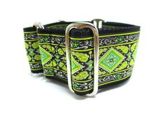 A geometric design in green and black in this jacquard Houndstown martingale! Available as a 2, unlined martingale, in size SMALL (10-14), MEDIUM (14-18), or LARGE (18-22), with nickel hardware. Other styles and sizes available-just ask if you dont see what you need! All Houndstown