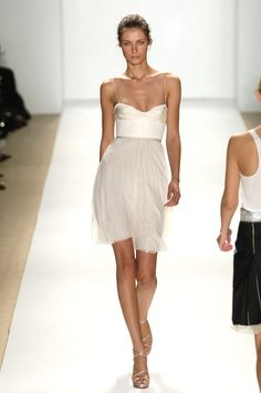 j mendel::perfect little white dress- rehearsal dinner Estilo Fashion, Look Fashion, Runway Fashion, Fashion Beauty, Club Fashion, Fashion Hair, 1950s Fashion, Fashion Vintage, White Fashion
