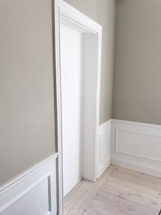 Love these boiserie Interior Paint Colors For Living Room, Beige Living Rooms, My Living Room, Living Room Decor, White Wall Paneling, Panelling, Living Room Lighting, Interior Inspiration, Modern