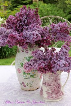 Beautiful vases mimicking the flowers they hold!