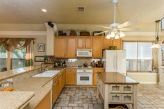 1402 Pebble Banks Ln Seabrook, TX 77586: Photo Neutral kitchen with lots of natural light sits between the formal dining and living area.