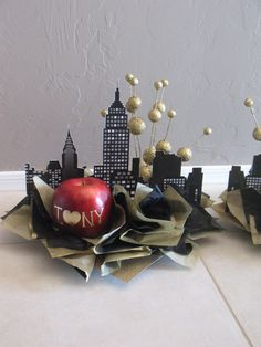 black and gold colors. Centerpieces for my mom's upcoming bd party 'New York' themed that a friend made. All from Michael's-faux apple, cardboard in between cityscape cardstock paper, tissue, gold ball sprays, and a styro base. New York Party, Broadway Theme, New York Style, Grad Parties, Birthday Parties, Deco Table, New Years Eve Party, Bar Mitzvah, Event Planning