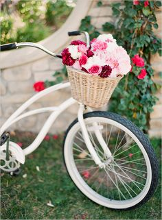 Not much is cuter than a beach cruiser with flowers!