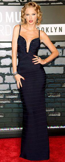 Taylor Swift looking super glam at the 2013 VMAs