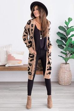 winter outfits for work Beste Herbst-Winter-M - winteroutfits Cute Cardigan Outfits, Casual Fall Outfits, Fall Winter Outfits, Autumn Winter Fashion, Leopard Cardigan Outfit, Winter Cardigan Outfit, Leopard Print Outfits, Cardigan Fashion, Winter Teacher Outfits