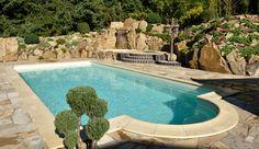 Bei solch einem Pool braucht man doch nicht mehr über Urlaub und wegfahren nachzudenken? Outdoor Decor, Home Decor, Stairway, Vacation, Ad Home, Decoration Home, Room Decor, Home Interior Design, Home Decoration