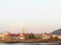 Palacio Bolivar desde la Bahia de Panama.