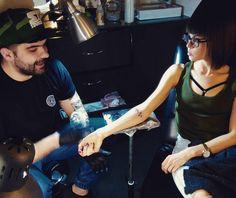 Stało się... Jeden z projektów zrealizowany!  piękne dzięki @lukaszbalon z @odswitudozmierzchu za dobrą robotę i myszy @fit_digest za to że była ze mną i bała się bardziej ode mnie.  #tattoo #finally #dream #tattoostudio #poliahgirl #firsttime #sohappy #simple #model by progresowka