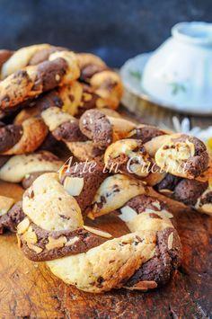 Ciambelle bicolori intrecciate ricetta veloce vickyart arte in cucina Italian Cookie Recipes, Italian Cookies, Italian Desserts, Biscotti Cookies, Biscotti Recipe, Chocolates, Biscuits, Lemon Cookies, Sweet Recipes