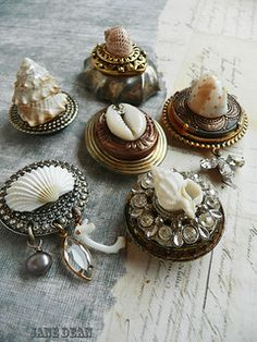 6 Shell Specimen Fridge Magnets handmade recycled by janedean Recycled Jewelry, Old Jewelry, Jewelry Crafts, Jewelry Art, Vintage Jewelry, Jewelry Making, Vintage Lockets, Jewellery, Seashell Art