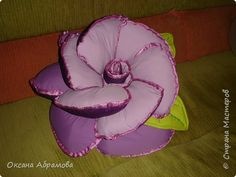 Flower Pillow - free pattern and step by step photo tutorial