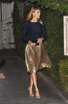 Knit and pleated metallic skirt - Knit and pleated metallic skirt Source by ely. - Knit and pleated metallic skirt – Knit and pleated metallic skirt Source by elyshalenkin – - Mode Outfits, Night Outfits, Skirt Outfits, Casual Outfits, Fashion Outfits, Gold Skirt Outfit, Outfit Night, Fashion Skirts, Party Outfits