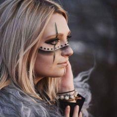 warrior make up (Maquillaje Halloween Make Up) Makeup Art, Eye Makeup, Makeup Pics, Makeup Ideas, Krieger Make-up, Halloween Make Up, Halloween Face Makeup, Viking Makeup, Warrior Makeup