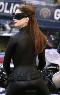 Anne Hathaway sexy as catwoman Anne Hathaway Catwoman, Batman And Catwoman, Batman Gif, Catwoman Cosplay, Batgirl, Catwoman Selina Kyle, The Dark Knight Trilogy, Leder Outfits, Celebs