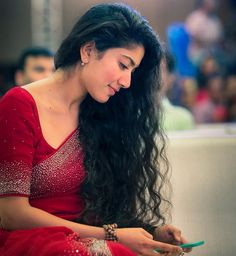 Sai Pallavi hot images and semi nude photos from latest photoshoots are sensational. Here are the hot pics of Sai Pallavi in bikini, saree, and jeans. Beautiful Girl Indian, Most Beautiful Indian Actress, Beautiful Saree, Beautiful Bollywood Actress, Beautiful Actresses, Beautiful Celebrities, Sai Pallavi Hd Images, Saree Poses, Saree Photoshoot