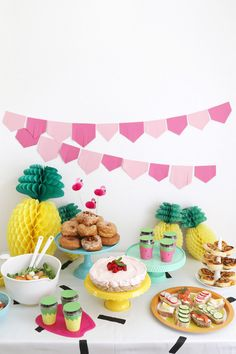 Summers are for celebrations and what is better than a colorful summer craft party with a bunch of close friends, delicious food, DIY projects and decor? 11th Birthday, Birthday Parties, Food Tables, Tropical Party, Close Friends, Summer Food, Summer Parties, Summer Crafts, Craft Party