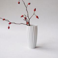 Vintage Vasen - Vintage weiße Biskuit Vase Hutschenreuther - ein Designerstück von LeFlair bei DaWanda