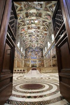 Sistine Chapel in the Vatican City (Rome) Italy Places To Travel, Places To See, Places Ive Been, Sistine Chapel Ceiling, Santa Sede, Vatican City, Place Of Worship, Les Oeuvres, Paris