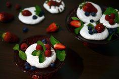 Frământări la cuptor: Bezele din aquafaba (de post) Pudding, Desserts, Food, Tailgate Desserts, Deserts, Custard Pudding, Essen, Puddings, Postres