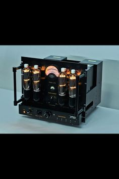 LINE MAGNETIC AUDIO Classic series with 20 watts per channel, 2 x 805 power tubes and 2 x 805 rectifier tubes