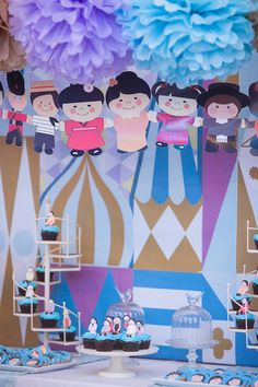 Disney movies may be a very popular party theme, but how about something inspired by a classic Disneyland ride? We absolutely love this unique idea centered around the It's A Small World ride… Disneyland Birthday, Disneyland Rides, 3rd Birthday, Birthday Ideas, Birthday Parties, Diy Party, Party Ideas, School Decorations, Food Themes