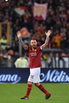 FOTO - De Rossi day, il saluto del capitano ai tifosi della Roma - TUTTOmercatoWEB.com As Roma, Just A Game, Soccer Players, Wallpapers, Football Pics, Football Players, Wall Papers, Wallpaper, Tapestries