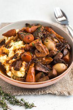 Mmushroom bourguignon is the ultimate hearty, comforting vegan stew (it's also surprisingly low calorie! A vegetarian version of the classic French dish. Vegetarian Stew, Vegan Stew, Vegetarian Entrees, Vegan Soups, Vegan Dinners, Vegan Food, Mushroom Bourguignon, Mushroom Stew, Mushroom Recipes