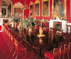 Buckingham Palace - The Dining Room – completed for William III and Queen Victoria