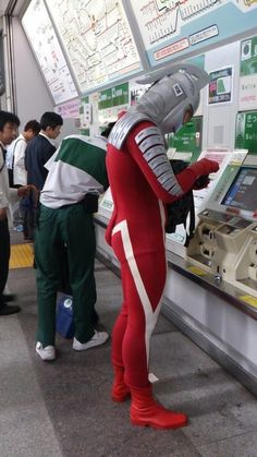 At the subway, Japan. S) ウルトラセブンが小銭を探している日本の日常的風景 Japon Japanese Superheroes, Kyushu, Facebook Timeline Covers, Nihon, Japan Fashion, Japanese Culture, Japan Travel, Funny Photos, Pop Culture