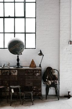 April 2017 New York, NY | USA Eduardo Cerruti & Stephanie Draime Max Poglia has been crafting knives, leather and brass goods between Brazil and New York City and in 2016 founded, alongside Helio Ascari and Alessandro Squarzi, The Space NYC in Brooklyn. A workshop but also a highly curate