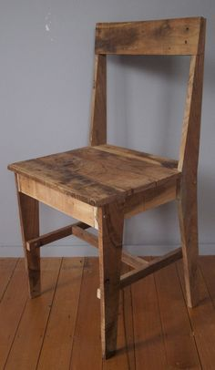 Chair Design Ideas Woodworking is a multifaceted craft that can result in many beautiful and useful pieces. If you are looking to learn about woodworking, then you have came to the right place. Pallet Chair, Diy Chair, Pallet Furniture, Dinning Chairs, Old Chairs, Table And Chairs, Wooden Chair Plans, Chair Design Wooden, Bois Diy