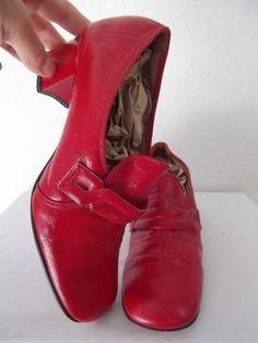 1960s shoes  mod 60s shoes  60s red shoes  par ResurrectingVintage, $25,00