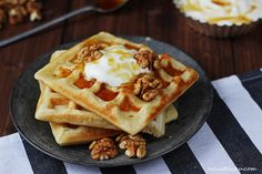 Belgian Waffles / Belgické vafle | Na vidličku food blog Belgian Waffles, I Foods, Yummy Food, Breakfast, Blog, Belgium Waffles, Morning Coffee, Delicious Food, Morning Breakfast