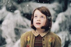 Georgie Henley as Lucy Pevensie in The Chronicals of Narnia 2503492 Lucy Pevensie, Georgie Henley, Photomontage, Narnia Lucy, Aslan Narnia, Narnia Cast, Corps Idéal, Lucy Costume, Film X