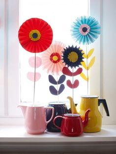 Designer MacGyver: 5 DIY Ideas for Vintage Teapots (http://blog.hgtv.com/design/2013/01/07/vintage-teacup-crafts-to-copy/?soc=pinterest)