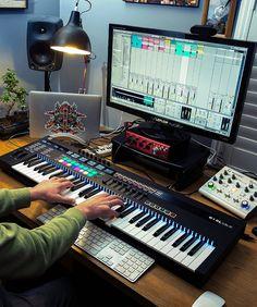 Home Recording Studio Equipment, Recording Studio Design, Audio Studio, Music Studio Room, Instru Rap, Home Music Rooms, Home Studio Setup, Music Corner, Audio Room