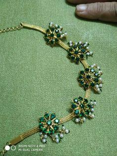 Jewelry Design Earrings, Gold Earrings Designs, Necklace Designs, Gold Jewelry, Gold Necklace, Indian Jewelry Sets, Chains, Choker, Jewels