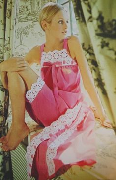 Twiggy photographed by Carmen Schiavone for Elle Pink Fashion, Fashion Show, Vintage Fashion, Elle Fashion, Retro Fashion, Pretty Lingerie, Vintage Lingerie, Tea Gown, Style