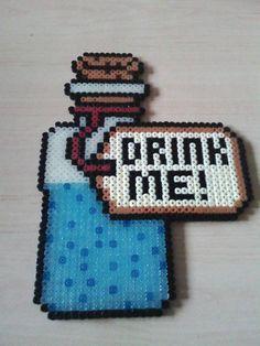 """Fiole Alice au pays des merveilles 3 Drink me"""" de la boutique PixelsMarnia sur Etsy"""