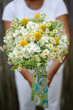 Gorgeous summer bouquet and a list of the flowers/greens involved.