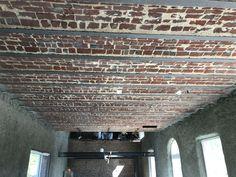 Rénovation de ce superbe plafond en voutain par sablage, une longère Normande retrouve tout son charge d'antan. Isolation, Garages, Gardens, Traditional Interior, Attic Spaces, Ceiling, Everything, Home, Garage