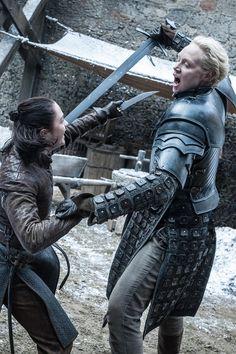 Arya Stark und Brienne von Tarth Game of Thrones Staffel 7 Hbo Series, Best Series, Winter Is Here, Winter Is Coming, Brienne Von Tarth, Lady Brienne, Carl The Walking Dead, Jon Snow, Book Series