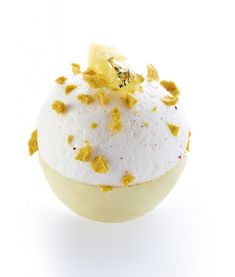 The fairy exotic meringue: The latter is composed beautiful bite creamy mango and passion, a white chocolate mousse, fresh pineapple and a crisp meringue with passion. It is emotionally exotic, fruity is very pronounced and well crunchy meringue.