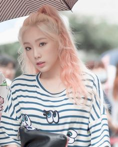 Find images and videos about kpop, snsd and girls generation on We Heart It - the app to get lost in what you love. Girls Generation, Girls' Generation Taeyeon, Kpop Girl Groups, Kpop Girls, Korean Girl Groups, Snsd, Champagne Hair Color, Kpop Hair Color, Hair Colour