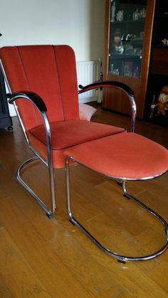 Mijn Gispen stoel, die is niet nieuw meer, want heb ik gekregen toen ik 50 werd.